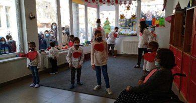 Copiii de la Pollicino l-au așteptat pe Moș Nicolae