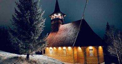 Biserica din inima munților, la început de iarnă