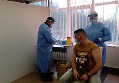 Primii profesori s-au vaccinat la Petroșani