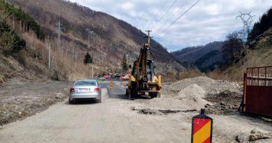 A fost turnat asfalt pe o porțiune din drumul de Crividia