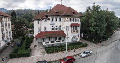 """Serviciul social """"Masă pe roți"""" înființat la Lupeni"""